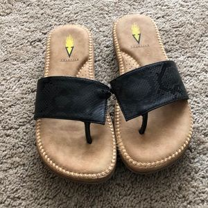🌟HOST PICK🌟🌺New🌺 Volatile flip flops